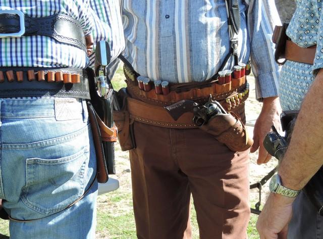 Кобуры для пистолетов и револьверов 56